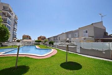 Maison de ville de 3 chambres en face de la piscine à Torrelamata * in Ole International