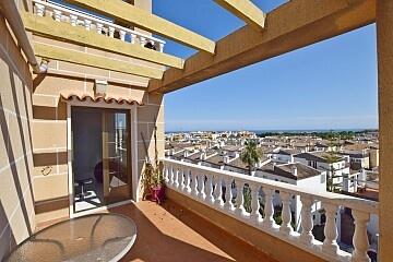 Пентхаус с 2 спальнями и видом на море в районе Punta Prima in Ole International