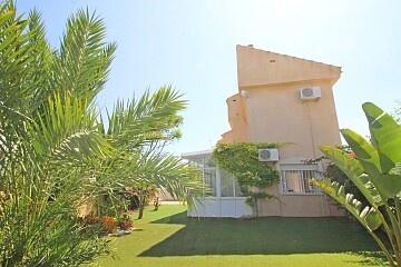 Semidetached villa with large private garden near shopping center Zenia Boulevard in Ole International