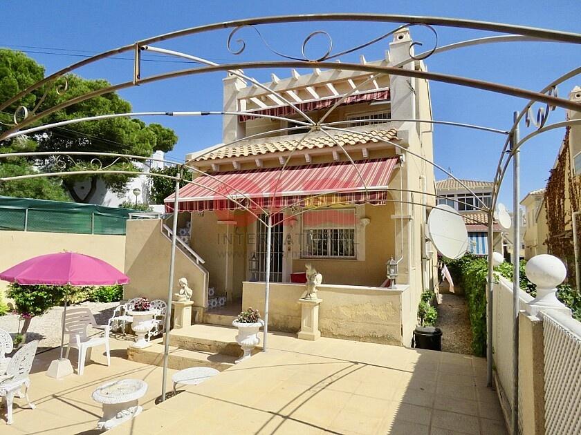 Villa indipendente con 3 camere da letto vicino a Villamartín in Ole International