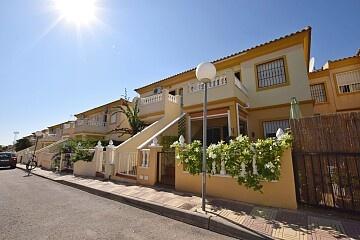 Bungalow op de bovenste verdieping met 2 slaapkamers in Playa Flamenca in Ole International