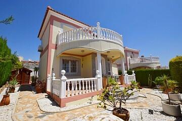 3 beds luxury detached villa in Los Altos in Ole International