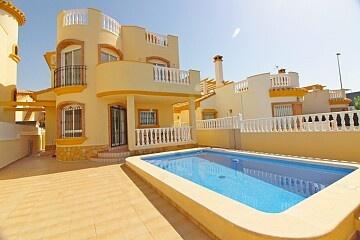 Brand new 3 beds detached villa in El Pilar  in Ole International
