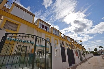 4 bedrooms townhouse walking distance to La Zenia beach in Ole International