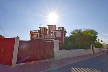 Massive semidetached villa to renovate in Torreta Florida  in Ole International
