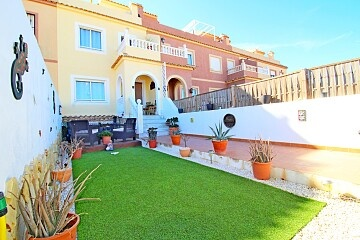 Townhouse with sunny solarium and private garden in Sierra Golf in Ole International