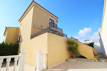 Semidetached villa with garage near the beach north of Torrevieja in Ole International