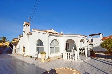 Villa con 4 camere da letto a Torreta Florida con piscina privata in Ole International