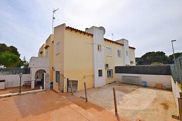 2 makuuhuoneen pohjakerroksen huoneisto, jossa on suuri puutarha Villamartínissa in Ole International