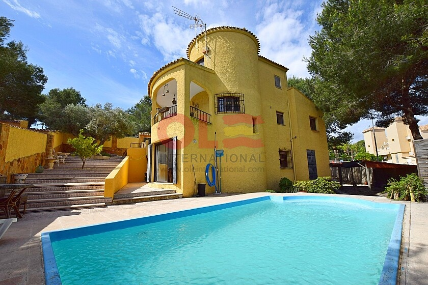 Large 6 beds detached villa with swimming pool near Villamartin  in Ole International