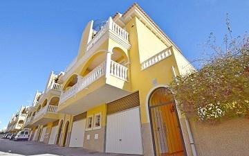 Chalet adosado de 2 dormitorios con garaje y solarium cerca de La Finca Golf * in Ole International