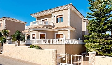 Detached Villa in Los Altos, Torrevieja in Olé International