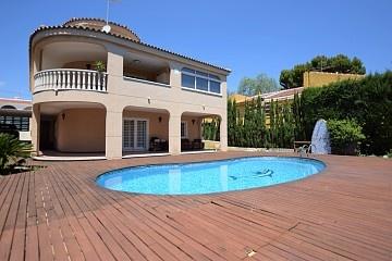 Detached Villa in Los Balcones, Torrevieja in Olé International