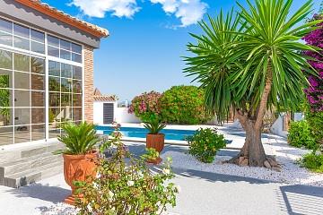 Detached Villa in Ciudad de las Comunicaciones, San Miguel de Salinas - Resale in Olé International