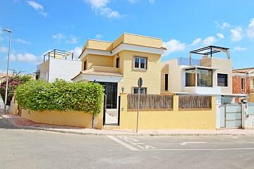 Detached Villa in Las Filipinas, Orihuela Costa in Olé International